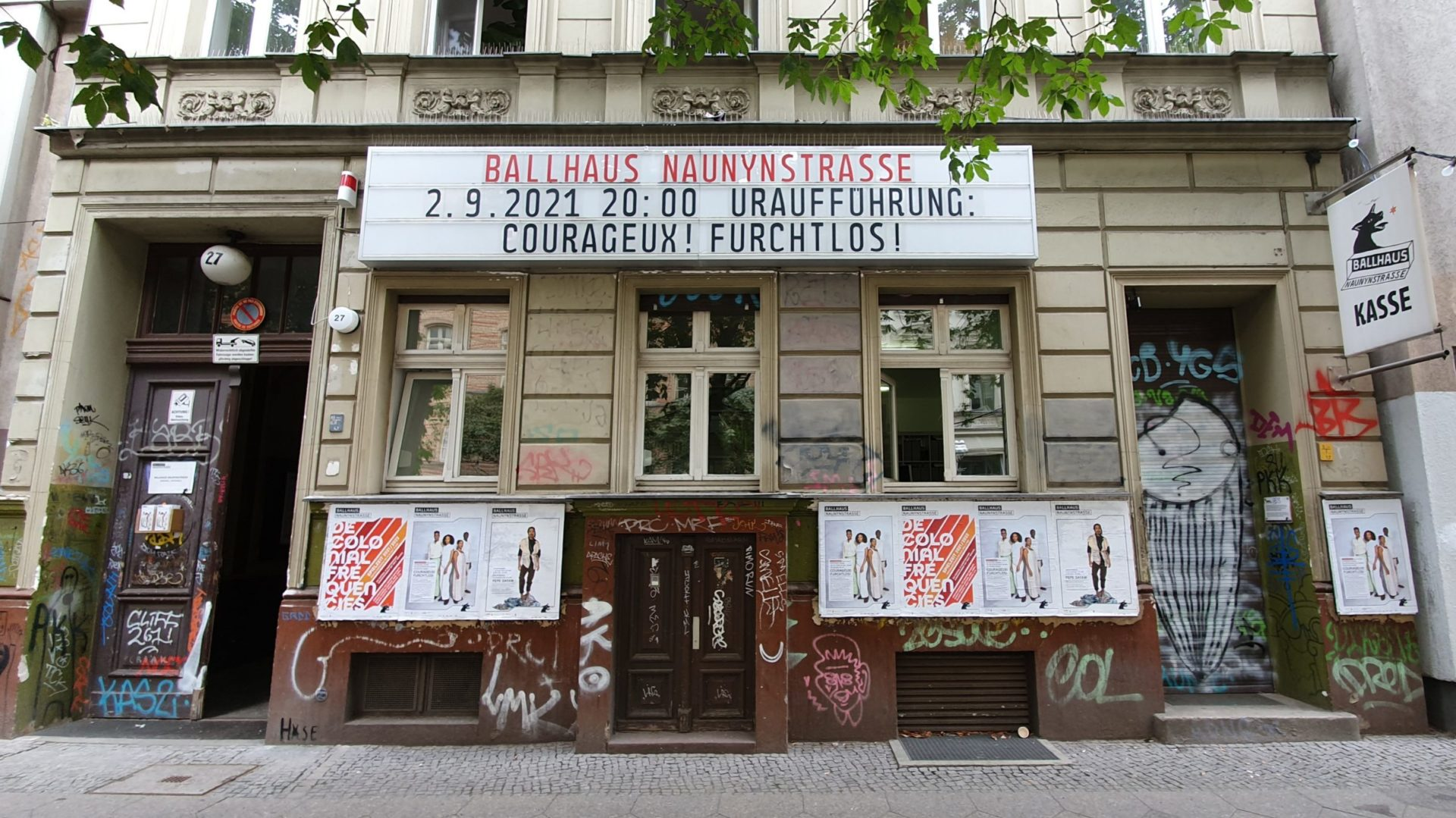 https://ballhausnaunynstrasse.de/wp-content/uploads/2021/06/Fassade-Sept-2021-scaled-e1629375210996.jpg